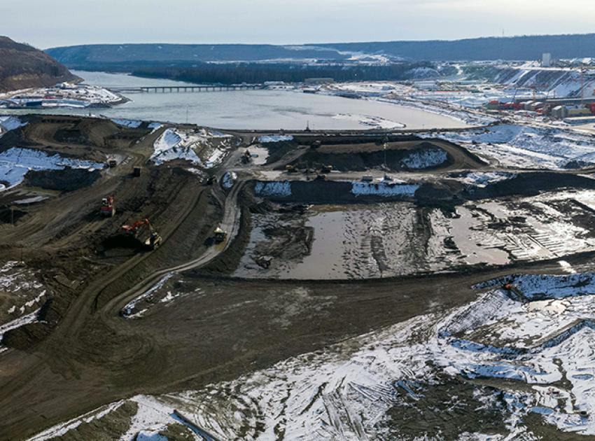 Panorama of the centre section of the dam excavation. (March 2021)