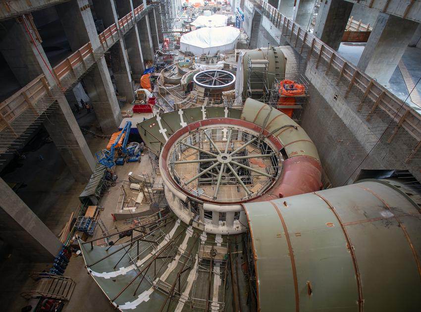 Crews install the thrust rings and spiral casings at penstock Units 1 and 2. The items are part of the turbine-embedded components for Units 1 and 2 inside the powerhouse. (April 2021)
