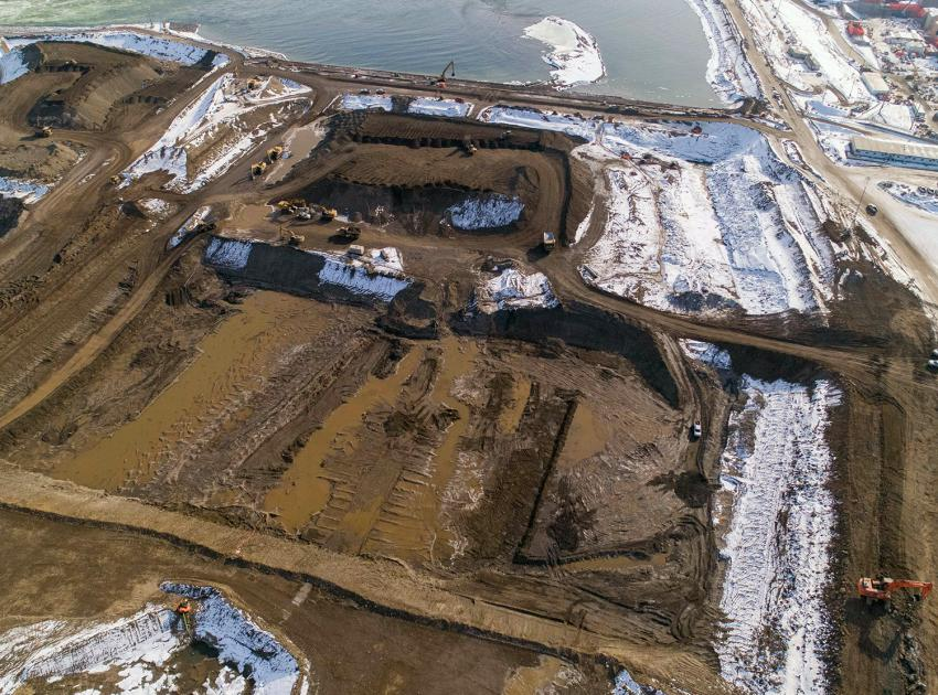 Crews have drained water from the dam core centre. Rip-rap is being placed on the downstream cofferdam. (March 2021)