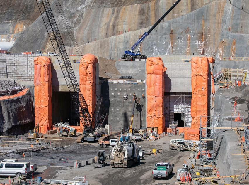 Ongoing work on the gate structures at the diversion tunnel outlet portal. (April 2020)