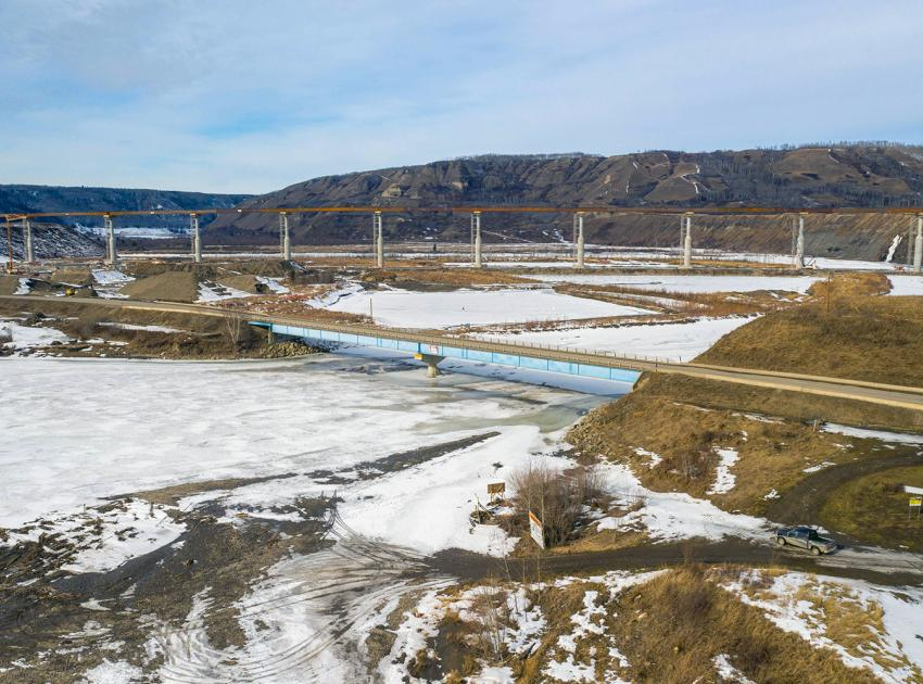 The highest point of the new Halfway River bridge will be 486 metres. (March 2021)