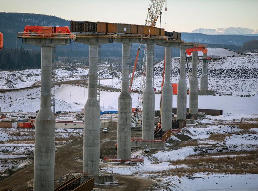Halfway River bridge piers with girders are installed between the fourth and seventh bridge piers. (December 2020)