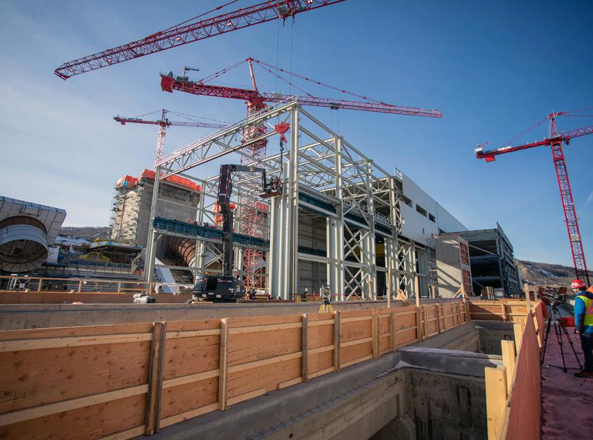 Powerhouse steel superstructure construction. The powerhouse construction also includes concrete placements at the powerhouse, intakes and spillway, installation of penstock segments. (February 2021)