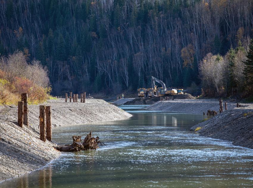 Back channel enhancement project created approximately 2 hectares of permanent new wetted fish habitat. Areas with water fluctuations are filled in to prevent fish stranding. Engineered logjams provide rearing habitat for juvenile filsh. (October 2019)