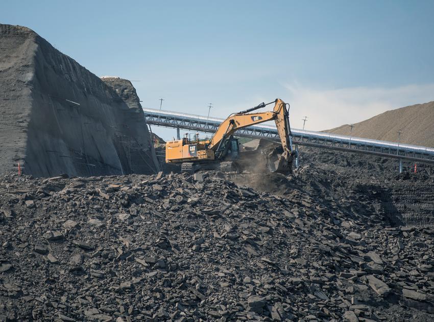 South bank spillway buttress excavation (June 2018)