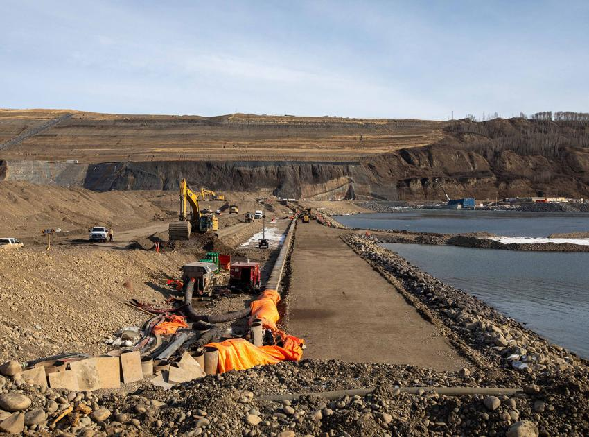 Crews have completed the downstream cofferdam. With both the upstream and downstream cofferdams now complete, crews can begin constructing the earthfill dam